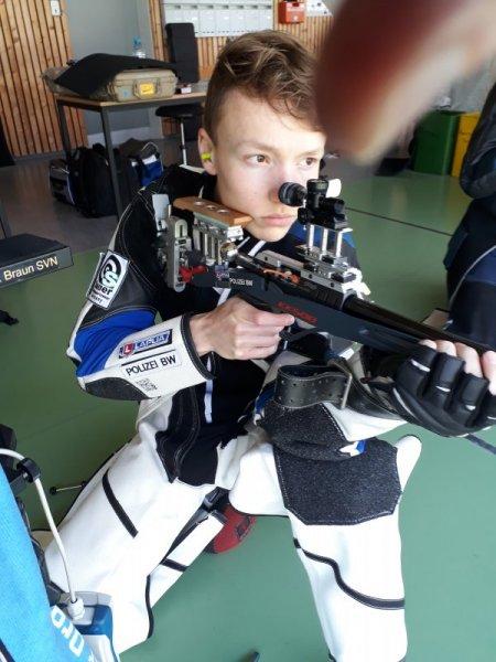 Max Braun im Kniend-Anschlag